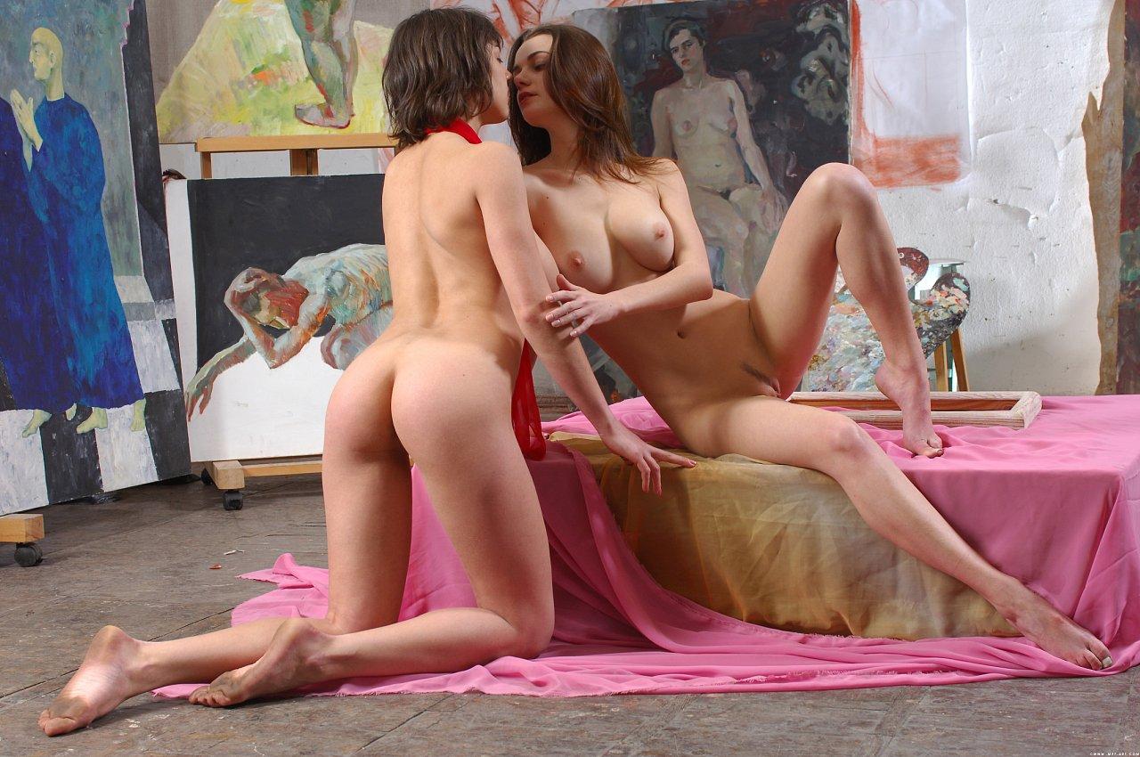 фото фотограф трахает модель у зеркала блондинка с упругой попкой