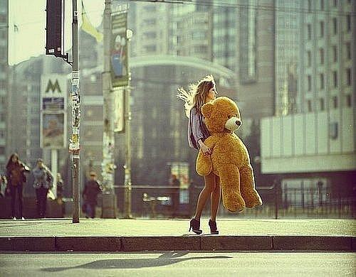 Фото, медведь, большой плюшевый мишка, город, мода, девушки, высокие...