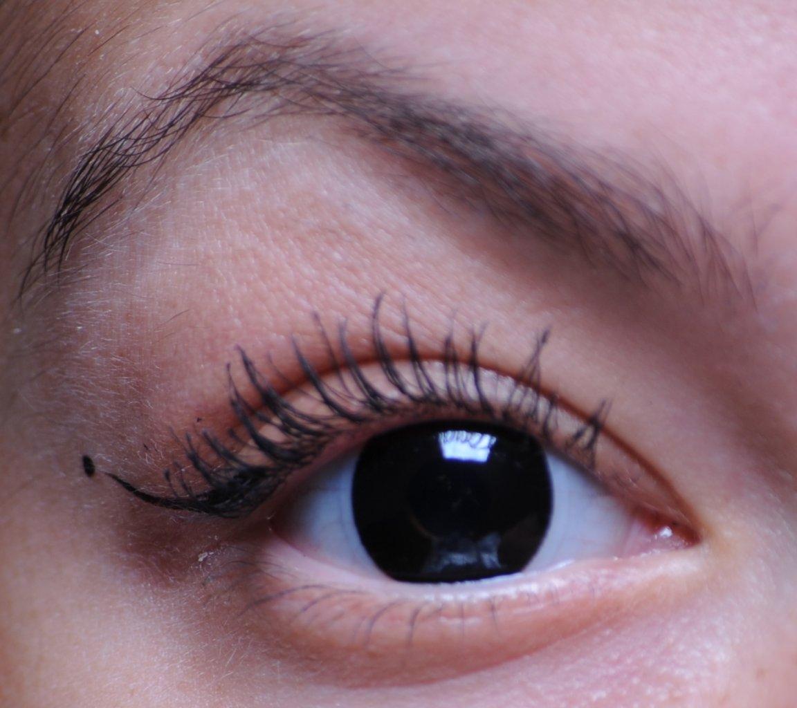 Как сделать черный цвет глаз на фото