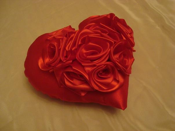 как сшить атласные подушки в форме розы - Сумки.