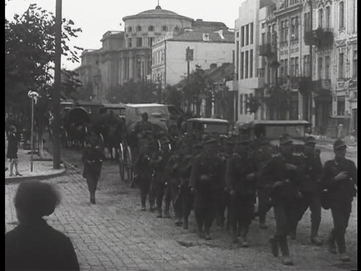 Німці входять у Вінницю. 19 липня 1941 року. Кадр з німецької кінохроніки