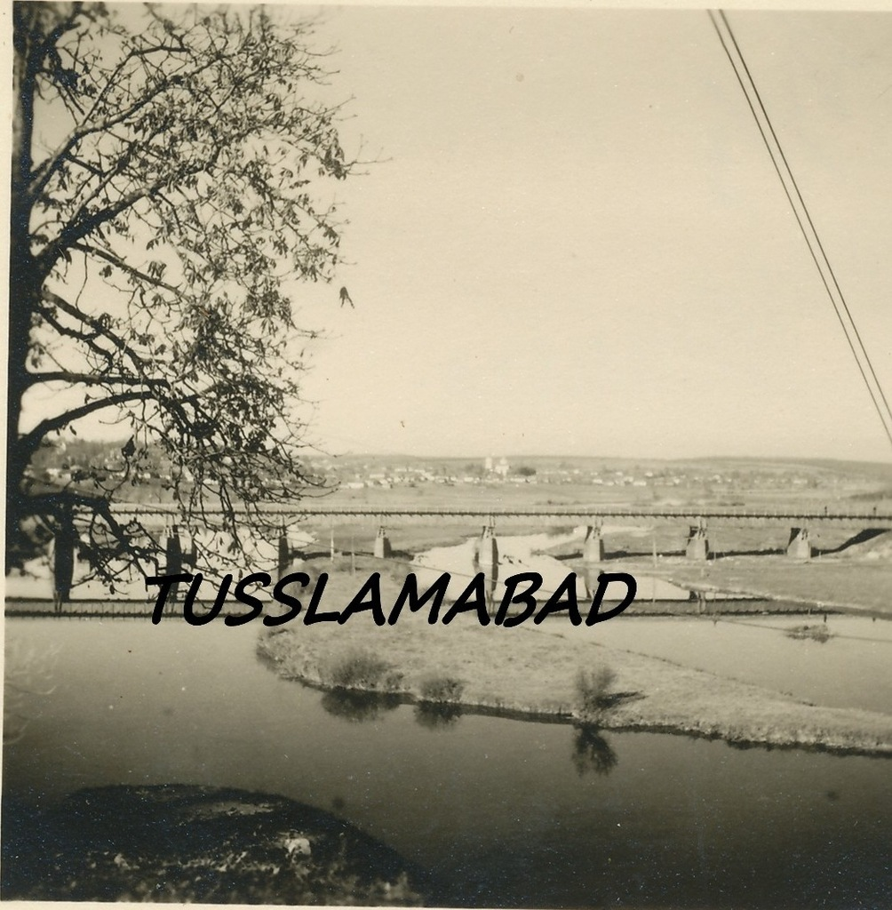 Відновлений німцями П'ятничанський (Київський міст), осінь 1941 р.(?) З води виринає острів