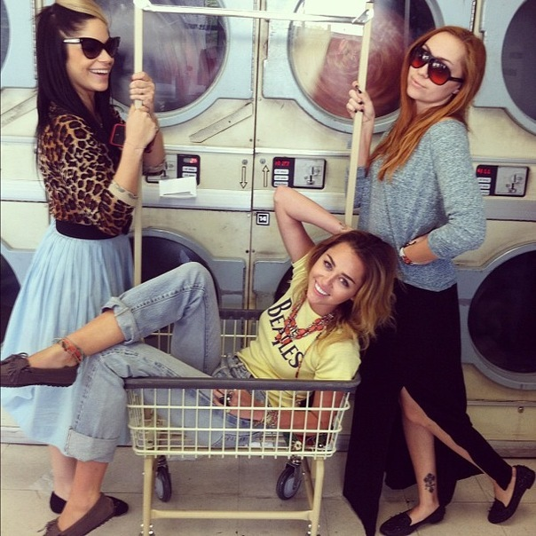 Miley Cyrus и её друзья.