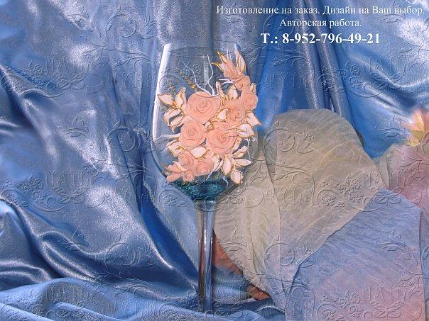 Свадебные бокалы украшенные нежными розами с золотой окантовкой листочков