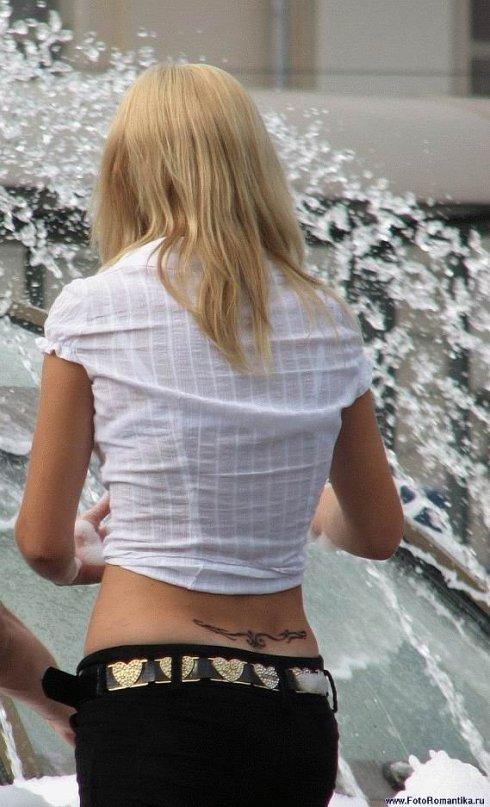 Девушки и фонтаны. Фонтаны и девушки))