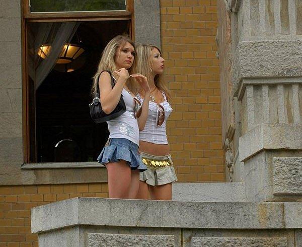 Начало лета от двух блондинок