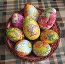 Для более опытных и терпеливых мастериц можно рекомендовать декор пасхальных яиц декупажем.