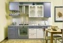 Кухонный гарнитур для маленькой кухни в светлых тонах способен визуально расширить помещение, темные цвета сделают...