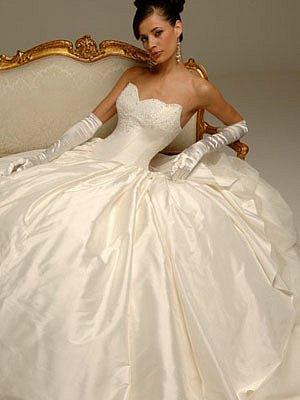 Свадебные платья и аксессуары в ... Именно поэтому мы можем предложить вам практически самые низкие цены на свадебные платья в ... Поэтому если вы искали