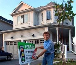 """...надпись  """"SOLD - ПРОДАНО! """" на наш знак перед домом и фотографироваться!"""
