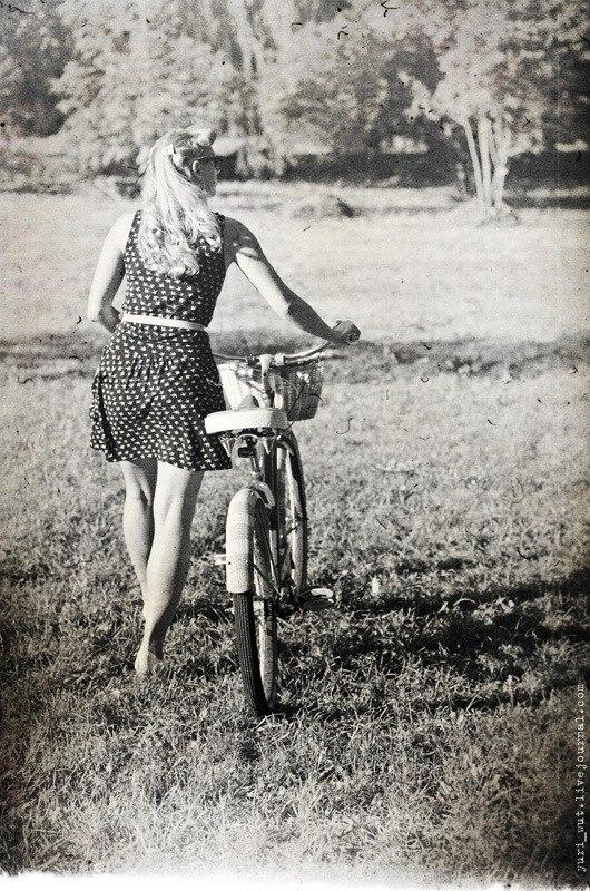 ретро-велосипед с корзинкой - фото