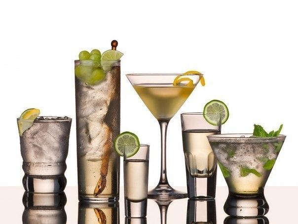 Если у вас предстоит вечеринка, то эти коктейли, основным компонентом которых является водка, очень подойдут для...