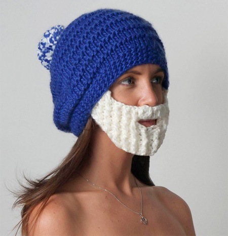 Зимняя шапка с вязаной бородой