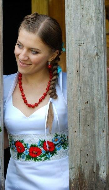 Пропонуємо короткі сукні з вишивкою