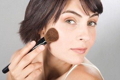Повседневный макияж для брюнетки с карими глазами