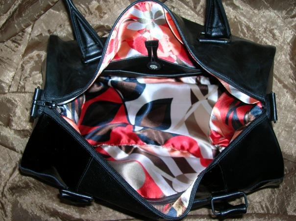 Жизнерадостная подкладка :) Да, полюбились мне лоскутные сумки.