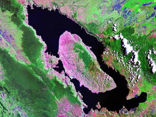 Спутниковая фотография озера Тоба в наши дни