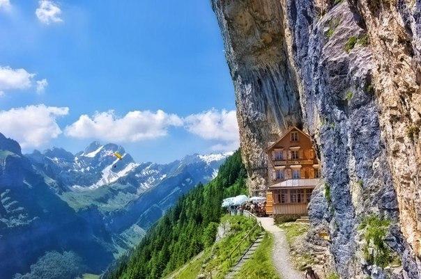 Незвичайний дім у Альпах