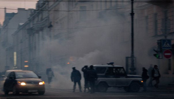 менты в дыму. питер. 5 марта