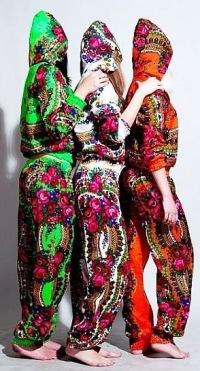 Неверная рубрика. костюм в стиле матрешка платок красивого зеленого цвета р от 40 по 60 подходит на объемы до 52