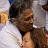 Амма-Мата Амританандамайи - Обнимая мир Любовью