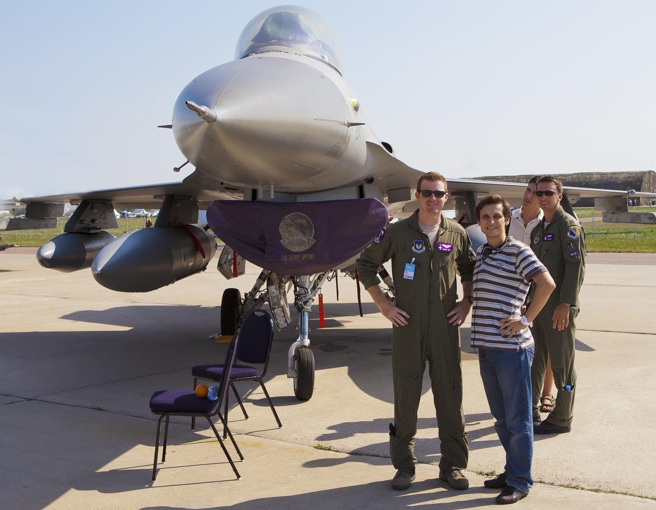 Я с американским пилотом у самолета F-16