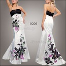 девушке-модели всегда самые красивые платья надеты.