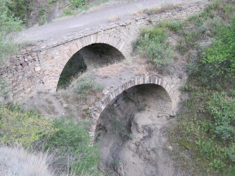 двойной мост по горной дороге из Гра в Ахты