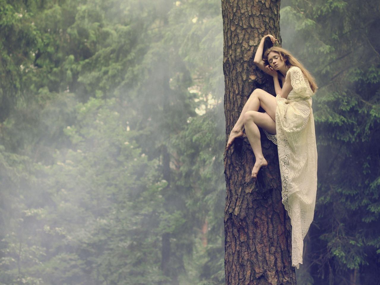 Трахнул юную девочку в лесу 24 фотография