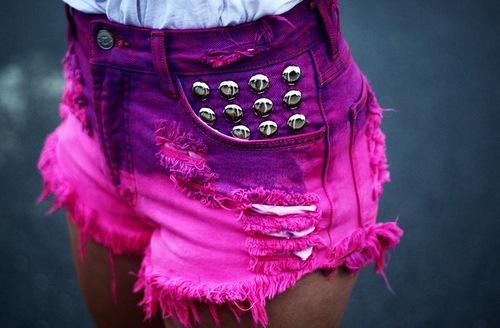 сделать из джинс короткие шорты.