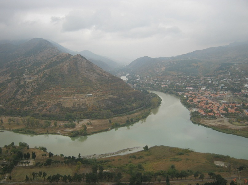 Вид с храма Джвари на райцентр Мцхета