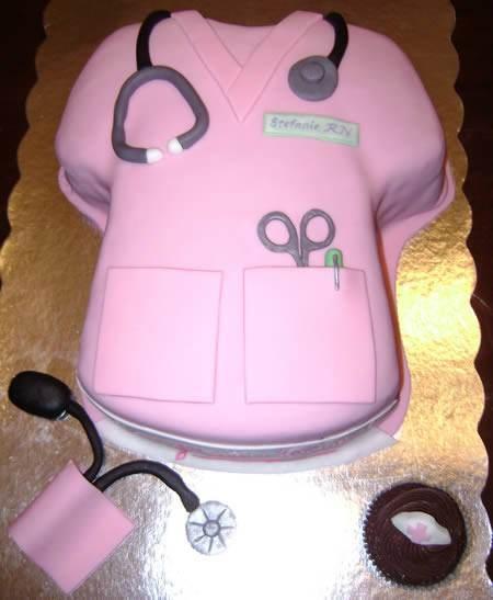 О специализации медиков можно догадаться по сюжету тортиков.