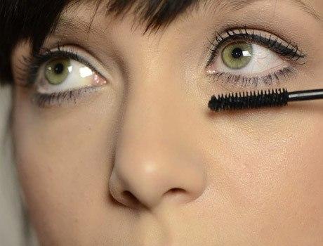 Как правильно наложить макияж на глаза с обвисшими веками
