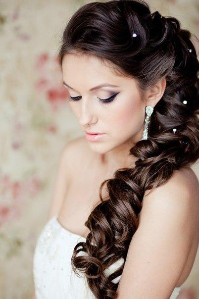 Яркий образ прическа и макияж