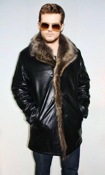 16000. Кожаная куртка полностью внутри на меху енота, очень теплая.