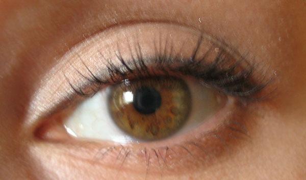 Цвет глаз зелёно-карий