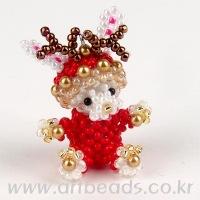 Очень красивый новогодний олень из бисера в красном костюме.  Схема плетения игрушки.