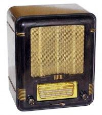 Сколько платят до сих пор миллионы семей в России за проводное радио.  Тридцать четыре рубля двадцать четыре копейки...