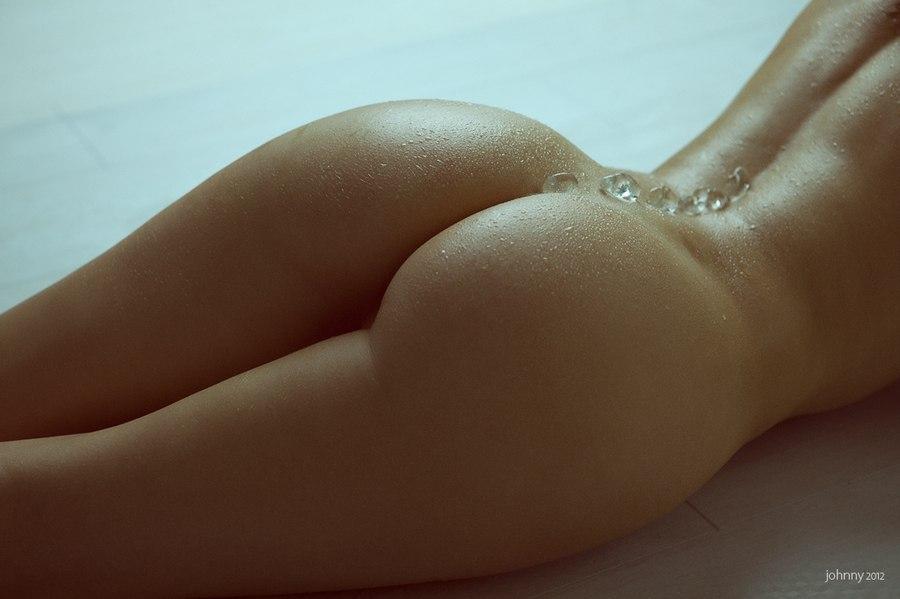 Рисунки голых женских попок 16 фотография