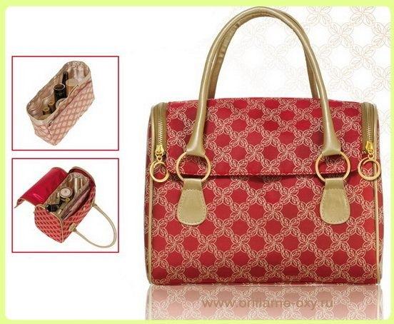 Рубиновый бьюти кейс от Валетина Юдашкина с дополнительной сумочкой.