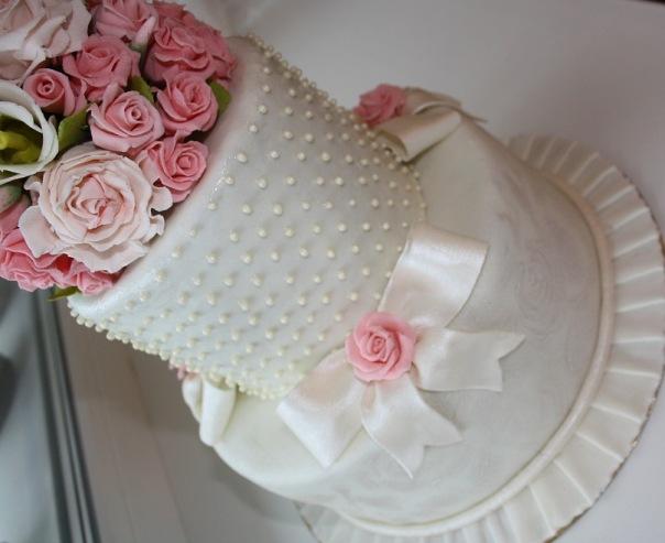 Свадебные торты цена от 1250 до1700 руб за