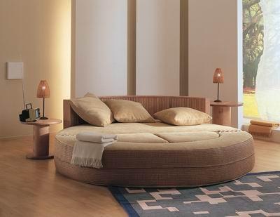 Кровать круглая выполняется из нескольких слоев материалов.