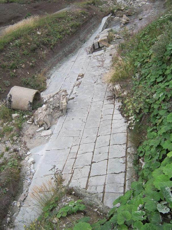 "натуральный ""тротуар"" около перевала Дылым-Буртунай"