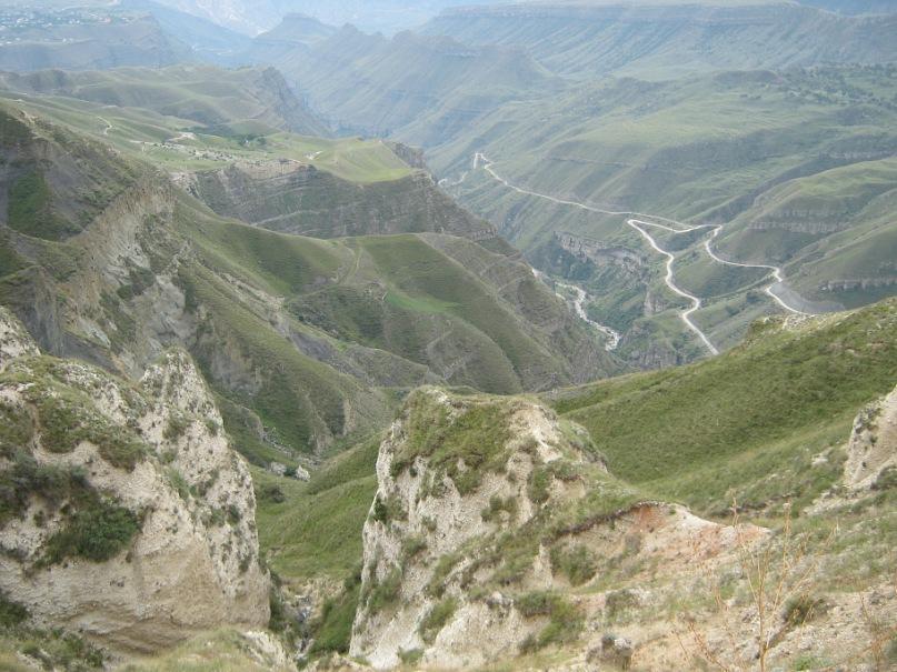 Красивые места по дороге с перевала в район Мехельта