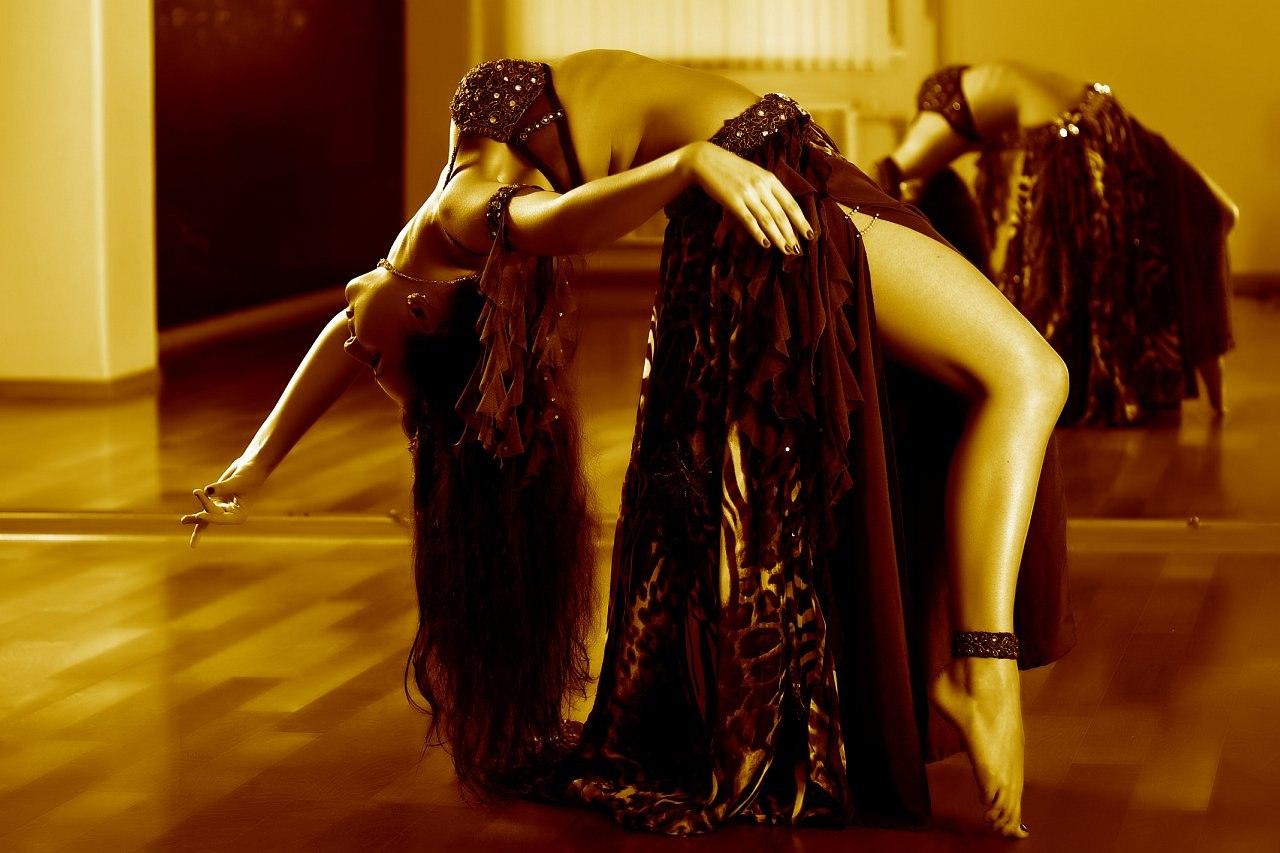 Танцовщица в чешках 17 фотография