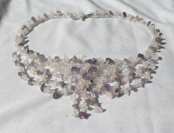 Я занимаюсь бисероплетением.  Изготавливаю украшения из бисера и натуральных камней, а также деревья...