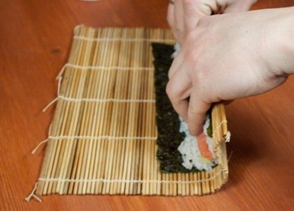 Чем свернуть суши в домашних условиях