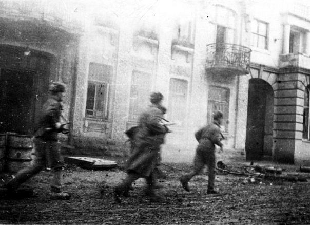 Радянські солдати на Соборній, 20 березня 1944 р.