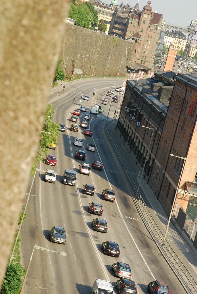 вид сверху на дорогу