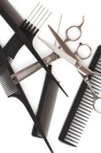 Для работы парикмахеру, как и любому другому специалисту, требуются целый ряд инструментов и аксессуаров.